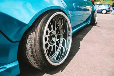 Modified car and rim